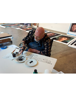 Chuck Close making watercolor marks in preparation for creating watercolor pigment prints